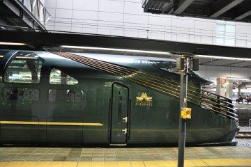 Twilight Express Mizukaze: side