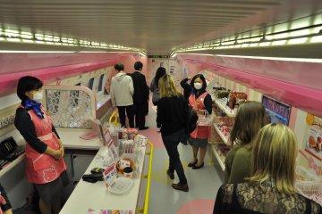 Hello Kitty Shinkansen: gift shop