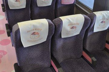 Hello Kitty Shinkansen: seats