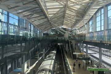 JR Takanawa Gateway Station Opens in Tokyo