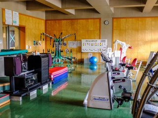The training room features cardio equipment and weight machines. There is also detailed information on stretching and safety precautions
