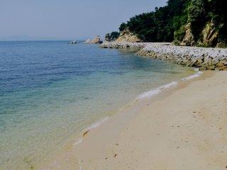 Chất lượng của những bãi biển phụ thì giống nhau nhưng vì một số lý do, mọi người vẫn chọn bãi biển chính.