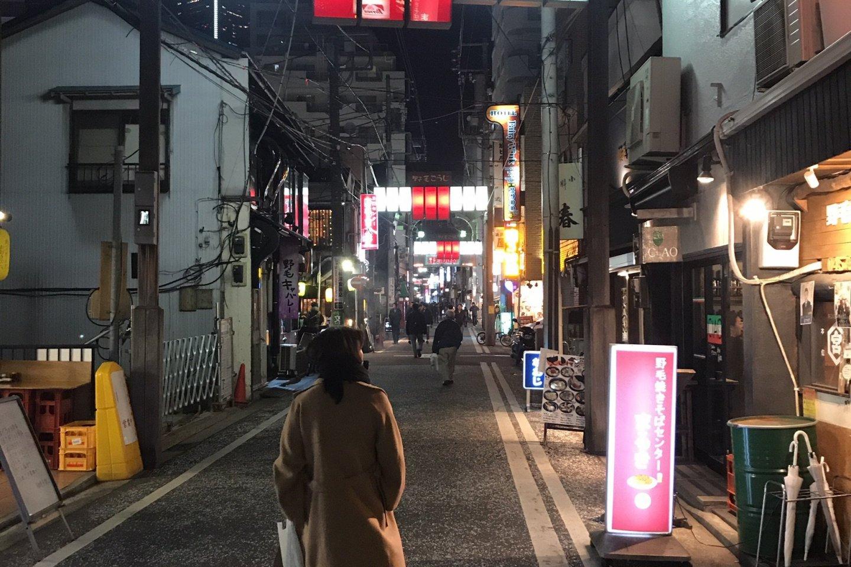 L\'atmosphère nocturne du quartier