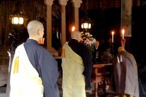 Durante uma cerimónia na Sala Dharma