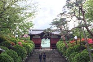 Tangga menuju kuil