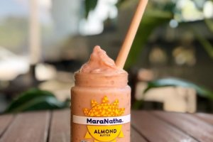 Smoothies are served in a sustainable, eco-friendly way