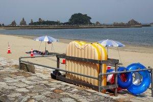 Hashigui Beach in Kushimoto City, not far from the Hashigui Rocks.