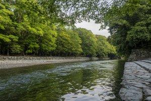 Isuzu River ablution steps