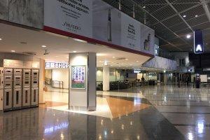 Loker tersedia di stasiun besar di Jepang