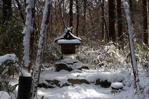 A small shrine along the main trail
