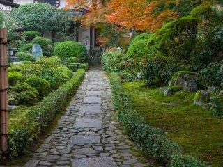Вот он, храм Мацумуси-химэ и Судзумуси-химэ, Анраку-дзи