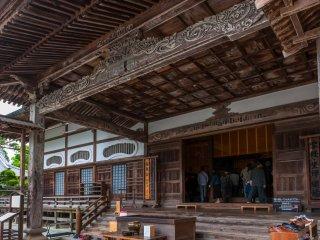 中尊寺本堂。中々の威厳があるが、建造は明治末期。そんなに古いものではない!