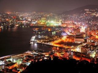 長崎港を望む小高い丘のグラバー園からの夜景