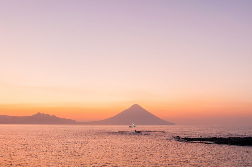 天下の絶景、番所鼻から望む夜明けの薩摩富士