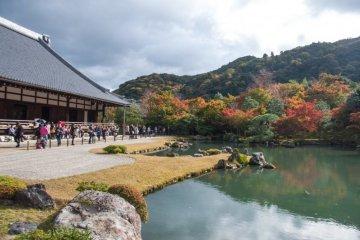 Tenryu-ji Temple makes for a beautiful rendezvous