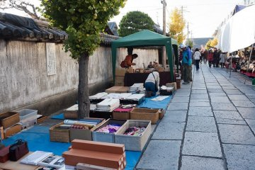 Kobo-san Market gives passerbys some great fall deals