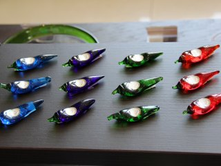 A gift store now takes up a considerable amount of the hotel lobby, but there are colorful eye-catcing items on sale there such as these Ryukyuan stained glass chili pepper chop stick holders