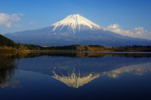 Stunning reflections off Shizuoka's Tanuki Lake