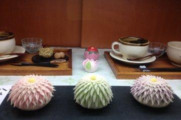 <p>วากาชิภายในร้านชากิฮารุ</p>