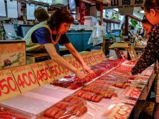 Le saumon, spécialité du marché Shinsen