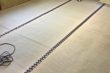 """Goza, a thin mat that can be purchased in home stores. This """"6-mat"""" size goza fits our room."""