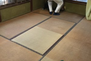 Old tatami dating back to Heisei 6 (1994)