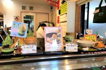 Cha-machi Kinzaburo cafe counter