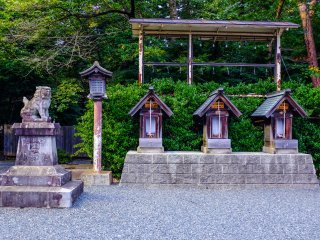 The grounds of the Shrine are very relaxing thanks to the lack of tourist crowds
