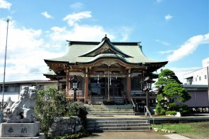 Fussa Shinmei Shrine (brightness adjusted)