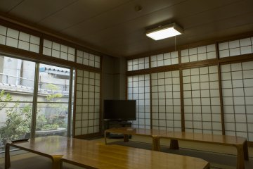 This room particularly reminded me of Yasujiro Ozu's Equinox Flower