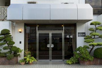 The entrance to Tokmiyamakan