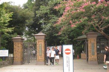 学习院大学西门