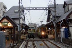 Enoden trains meet at Enoshima Station