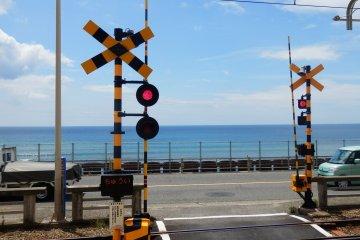 Enoden crossing near Kamakura Koko Mae Station