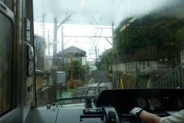 Enoden driver's window view on a rainy day