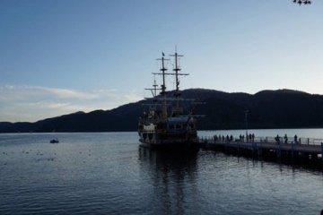 Cruise Lake Ashi by pirate ship!