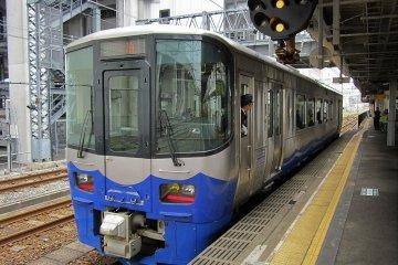 An Echigo Tokimeki Railway train at Itoigawa Station