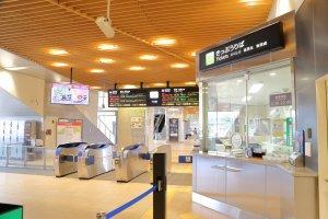 Ticket gate at Itoigawa Station