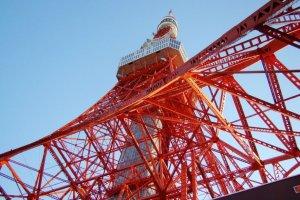 东京铁塔下
