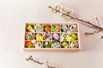 Ohanami Roll Sushi Bento (18 rolls, 9 varieties @ 2,600 yen)