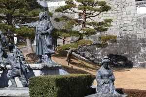 Statues depicting the Nihonmatsu Youth Corps