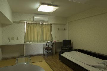 A tatami room is available for those who enjoy a more traditional environment