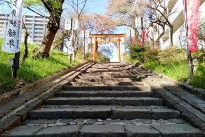 Entrance to Tsutsujigaoka Tenmangu Shrine