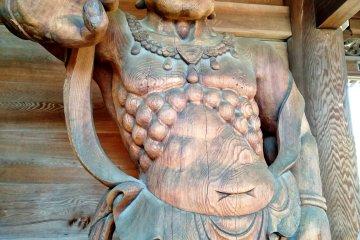 Nio guardian statue