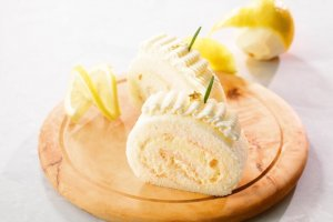 Cottage cheese and lemon roll cake