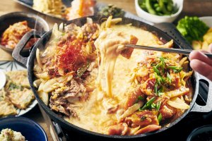 The Cheese Dak-galbi & Bulgogi Course is one of the options available
