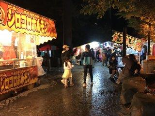 Палатки с уличной едой на любой вкус