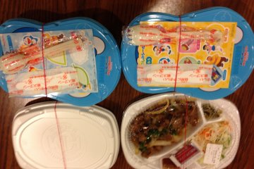 <p>Two kids curry sets and one spicy beef adult set with steamed rice for a total of 1,500 yen</p>