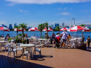 There is a really nice outdoor cafe/bar which is a great place to sit and enjoy the sunshine and views of Tokyo