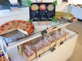 Kuruton secara rutin mengadakan periode promo di mana semua rotinya dijual dengan setengah harga biasa.